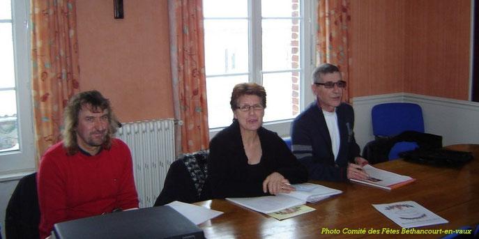 Le Bureau de Gauche à Droite : MARTIN Dominique - Trésorier / ROLAND Chantal - Présidente / HUBERT Michel - Secrétaire