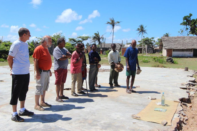 Consécration du terrain du dispensaire par le conseil du village