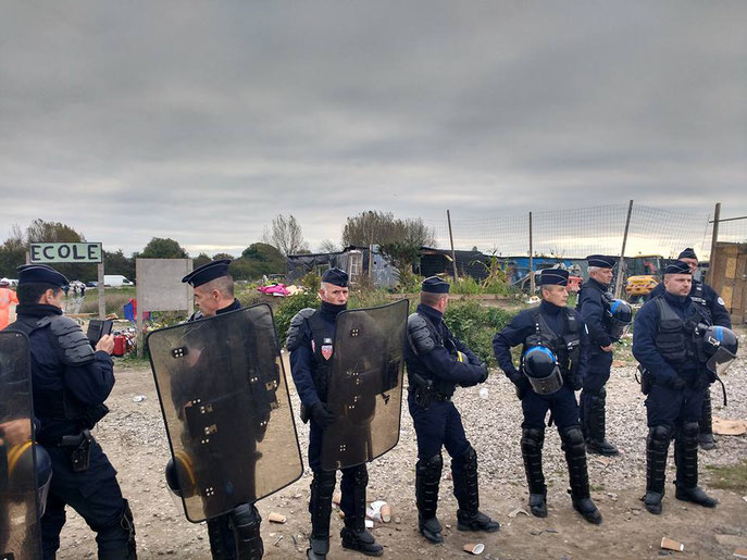 CRS destroy jungle school, Calais eviction