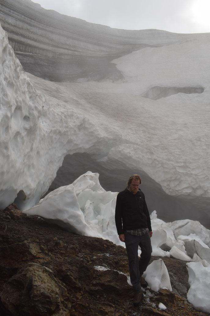 Íshellar, ice caves, Hrafntinnusker, Fjallabak