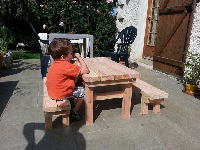 tables pour enfants table de jardin pas cher. Black Bedroom Furniture Sets. Home Design Ideas