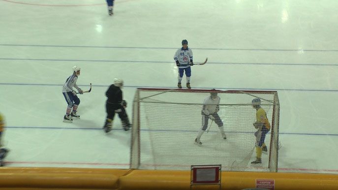 Павел Кургузов забивает гол  после прострела Павла Киселёва.