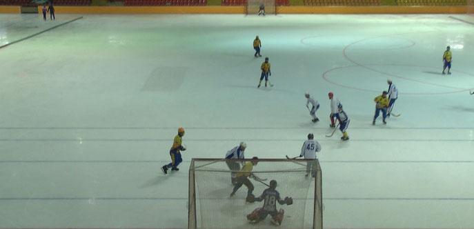 последние секунды матча ,  после удара Павла Реботунова ,  мяч пересекает линию ворот