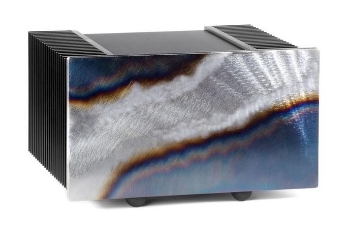 Sauermann Verstärker mit Frontplatte aus Metall, Stahl gebläut durch erhitzen und gebürstet