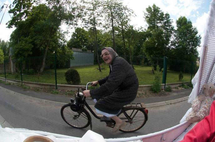 La Maria Bodin en route pour Graçay acconpagnée par BéBé Charli