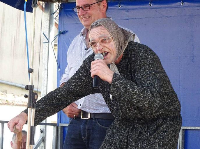 La Maria Bodin qui inaugure officielement avec le Maire de, Graçay, Le Village le Plus Drôle du Monde !!!
