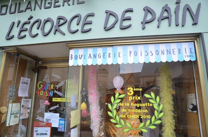 L'ECORCE DE PAIN s'est transformée en boulangerie poissonnerie, ils vendent en effet du poisson… ...mais d'avril !