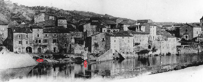 Vue depuis le pont  Pont qui est flambant neuf (voir à gauche). On voit bien le puits sur la berge (a droite du pont au centre) - vers 1902-1903