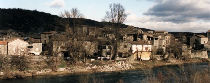 Vue du pont. La molle au complet avec la maison du passeur (à gauche) - 1996