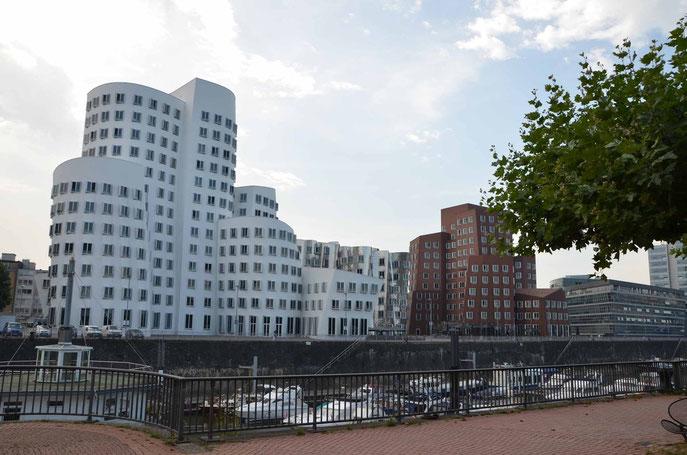 Gehry-Gebäude im Düsseldorfer Medienhafen