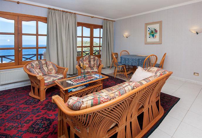 Wohnzimmer mit Meerblick vom Gäste-Apartment