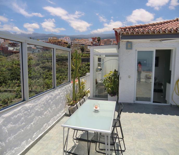 Blick um die Ecke der Terrasse