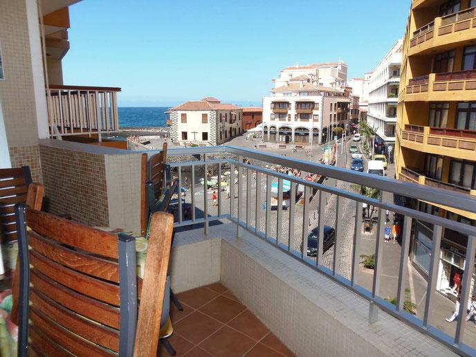 Blick links vom Balkon - zum Hafen