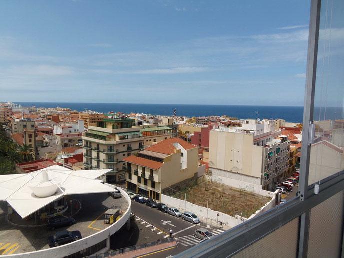 Blick zum Horizont über die Dächer, aus einer typischen Stadt Ferienwohnung in Puerto de la Cruz