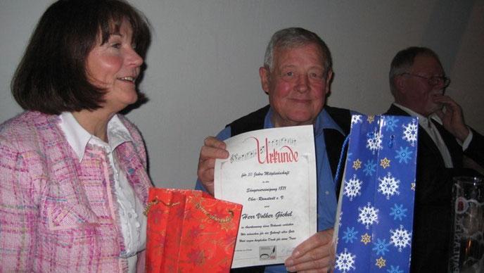 Volker Göckel, mit Ehrenurkunde zum 50 jährigen Vereinsjubiläum mit Ehefrau Karin (25 Jahre akt.)