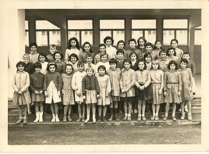 juin 1958 : fin de l'année du CE1 & 1ère année dans cette cité HLM et cette grande école de filles de la Dullague (Béziers). Je vous laisse deviner...