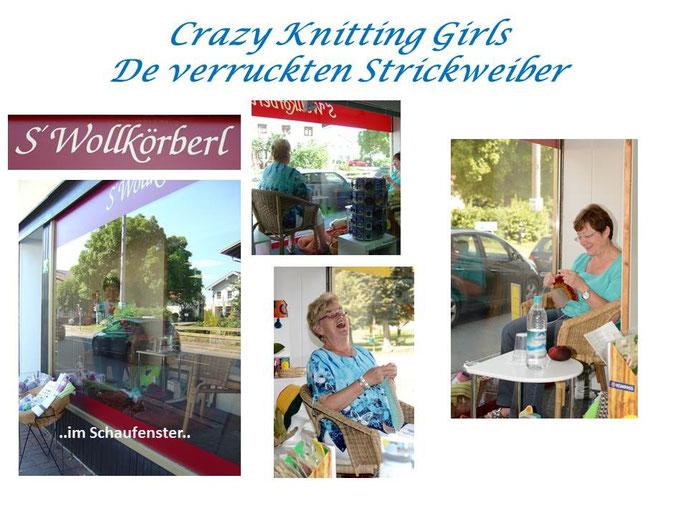 Juli 2015: Stammkundinnen stricken im Schaufenster - Achtung! Wiederholung geplant!