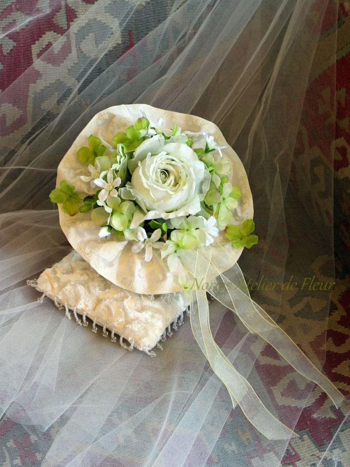 ライムグリーンの大輪のバラとあじさいのアーティフィシャルフラワーのラウンドブーケ ヘイゼル