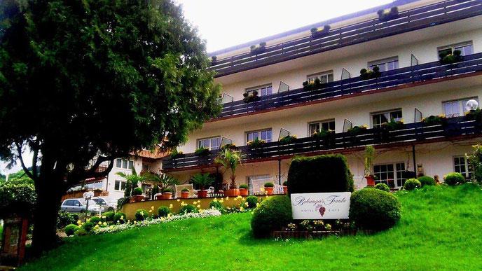 Behringers Traube  79410 Badenweiler  Badstraße 16 Tel. 07632 82170  https://behringers-traube.de