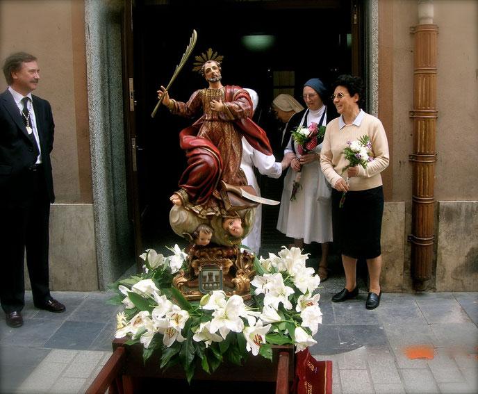Las Hermanas de la Caridad junto con María Teresa Velasco