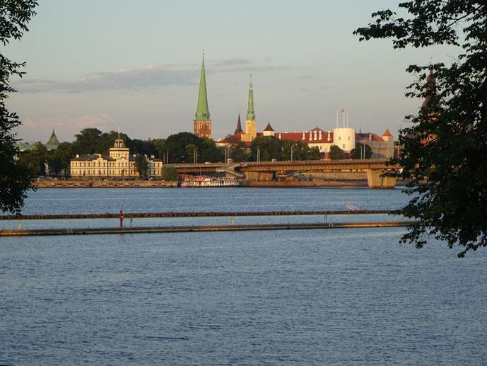 Abendlicher Blick von unserem Yachthafen auf Riga