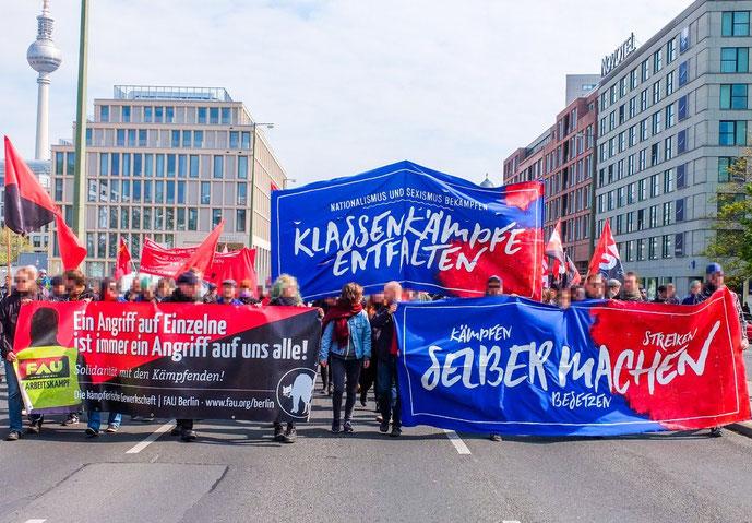 Fælles demoblok af anarkosynikalisterne, kommunarderne og 'Radikale Linke' , Berlin 1. maj 2017