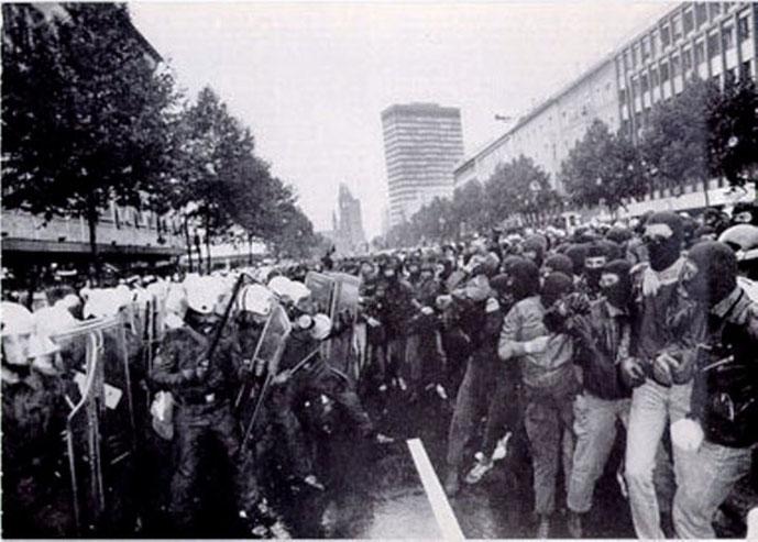 Den autonome blok i den store fælles demonstration mod IVF og Verdensbanken, Berlin 1988