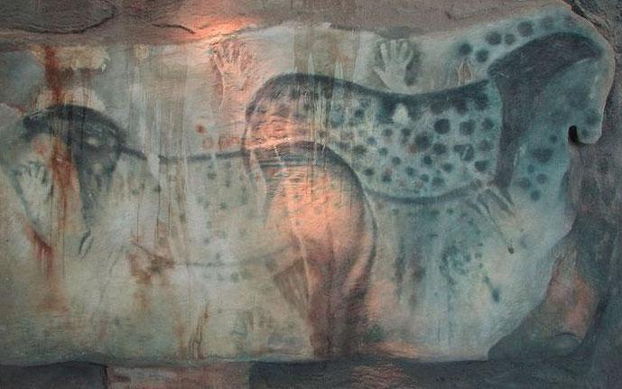 Image: Grotte de Peche-Merle, Lot, France. Public domain.