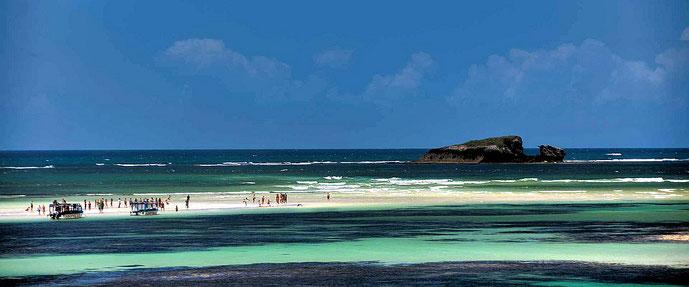Turtle Beach Watamu Kenya. Sullo sfondo Whale Island