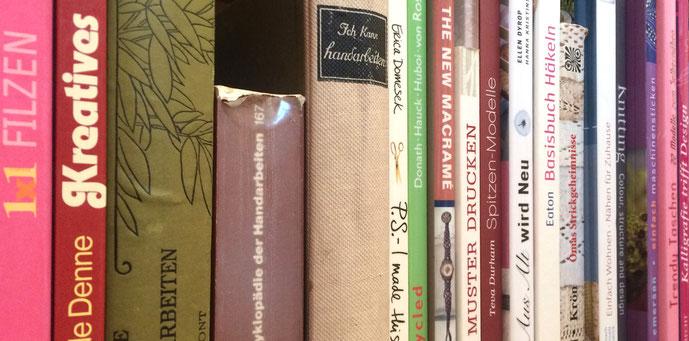 Freihnad Bibliothek Textil- und Modebücher