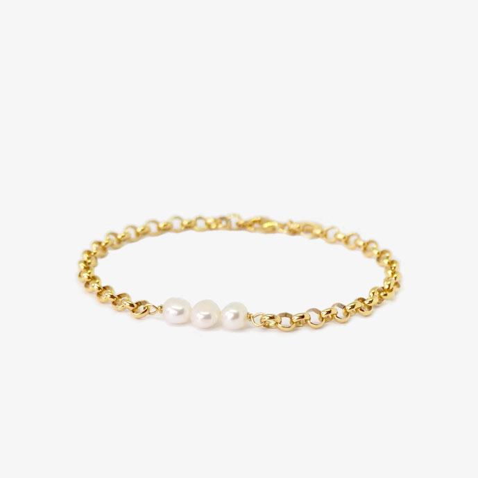 Goldenes Armband mit weißen echten barocken Süßwasserperlen. Perlenarmband. Größenverstellbares Armband. Armband aus vergoldetem 925 Sterling Silber. Armband mit Karabinerverschluss, individuell einstellbar. Größenanpassbares Armband.