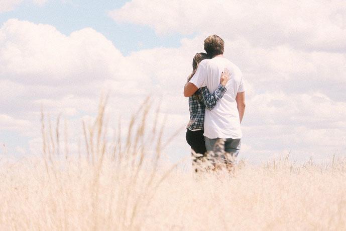 """""""Eine Umarmung bitte!"""" Wie eine Umarmung uns hilft Gefühle des Getrenntseins aufzulösen nach einem Streit #Berührung #Umarmung #Streit #Oxytocin"""