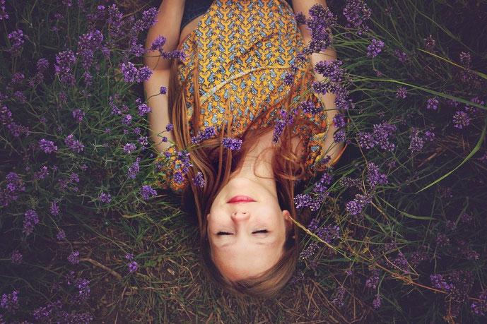 Mit 5 ätherischen Ölen innere, emotionale Blockaden lösen und  mehr Leichtigkeit im Leben finden, Gastbeitrag von Heilpflanzenexpertin Ruby nagel #Blockaden #Heilpflanzen #Leichtigkeit