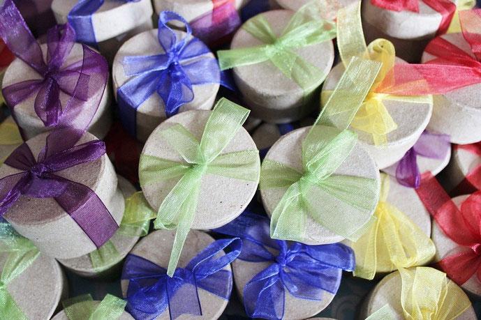 Seedballs als Gastgeschenk und Sprache der Liebe #Seedballs #Liebe #Hochzeit #Blumen