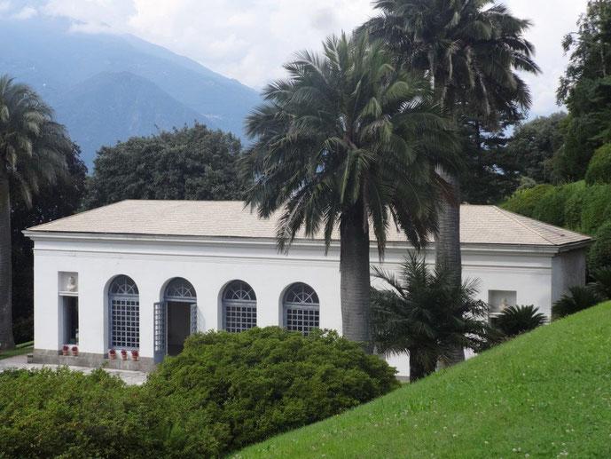 Gartenpavillon weiß verputzt Villa Melzi