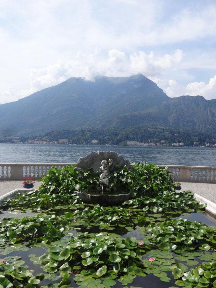 Historischer Brunnen am Comer See Villa Melzi