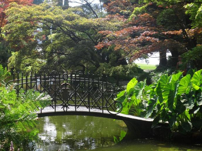 Antike Metallbrücke über einen See Park Villa Melzi Lago die Como