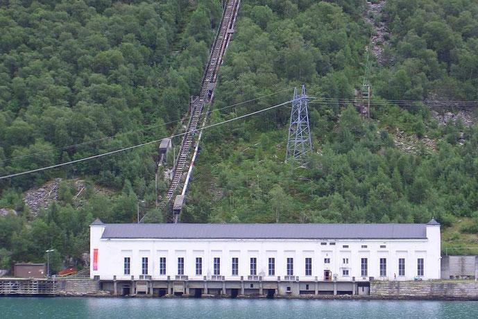 Die längste Treppe Norwegens, 4444 Stufen