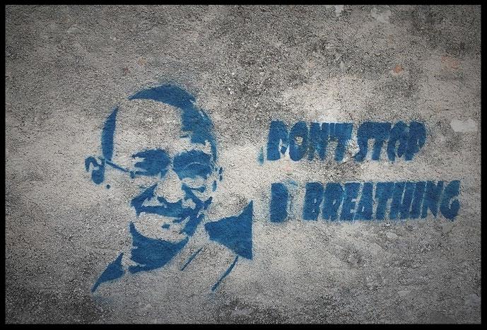 Die richtige Atemtechnik? Graffiti Gandhi: Don't Stop Breathing, Ganzheitlich gesund leben mit der richtigen Atmung #Atmen, #Meditation, #gewaltfrei, #Peace, #Frieden,