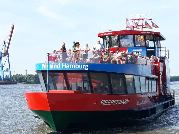 Reiselotsen Super Deal - Hamburger Hafen und Unterelbe erleben, während einer günstigen Fährfahrt zur Elbphilharmonie, Övelgönne  o. Finkenwerder