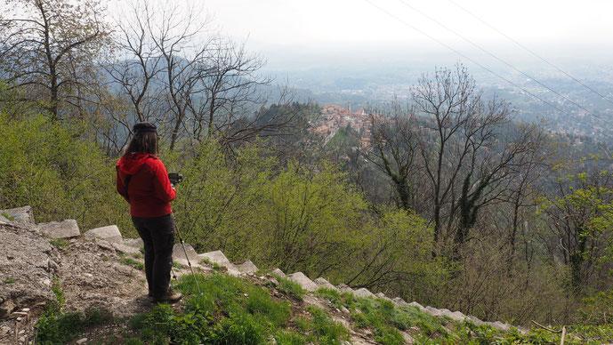Bild: Aussicht auf den Sacro Monte, wir haben weiter an Höhe gewonnen