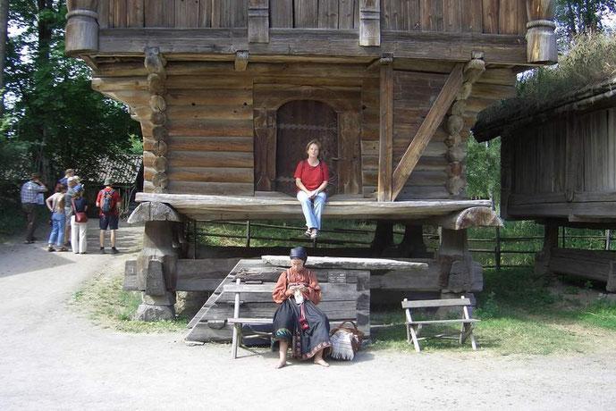 Gerlinde lernt norwegisches Stricken