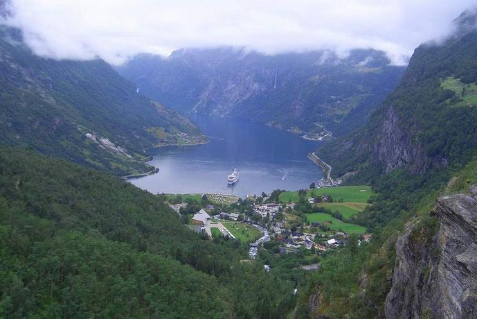 Der grandiose Blick in den Geiranger Fjord