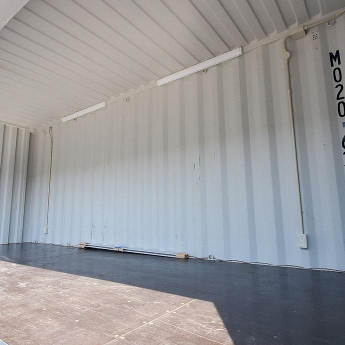 揖斐郡池田町 中古コンテナ20ftフルシャッターLED照明付きグレー塗装設置
