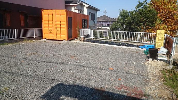 大阪府堺市 中古コンテナ20ftドア・窓・オレンジ色納品
