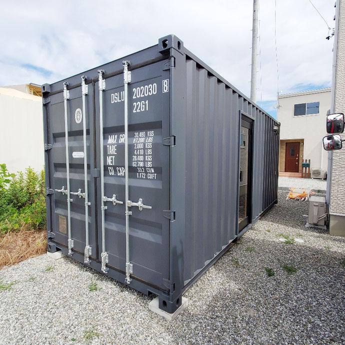 静岡県浜松市 NEWVANコンテナ20ft内装断熱・OSB貼り・電気工事他納品
