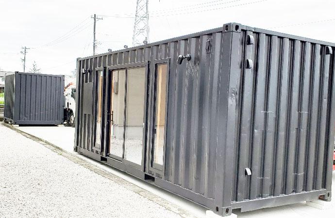 富山県富山市 中古コンテナ20ftブラック塗装OSB仕様設置