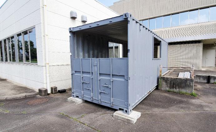 茨城県つくば市 中古コンテナ20ft開口・グレー塗装設置