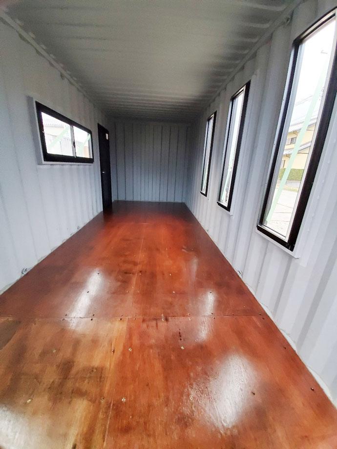高山市一之宮町 NEWVANコンテナ20ftマットオリーブグリーン&ブラック塗装・窓・ドア付設置