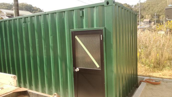 可児郡御嵩町 中古コンテナ20ftドア付・グリーン塗装設置